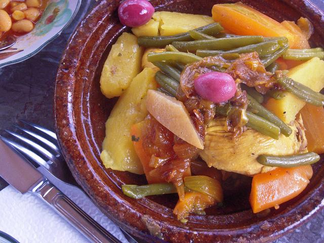 キャンプの旅におすすめ!モロッコの乾いた砂漠で生まれた料理