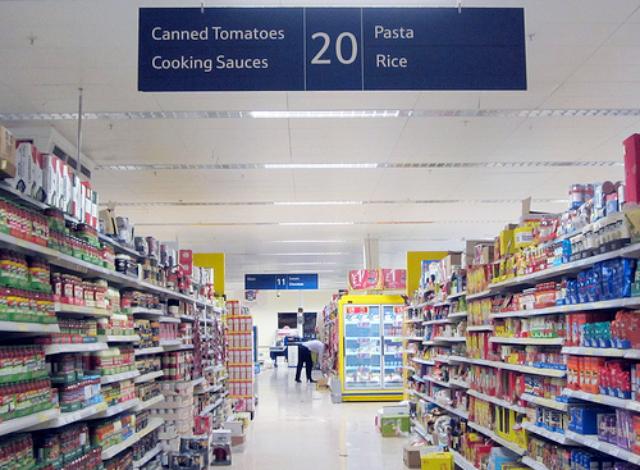 お土産に国境はいらない!現地スーパーマーケットでリアルなローカル土産を
