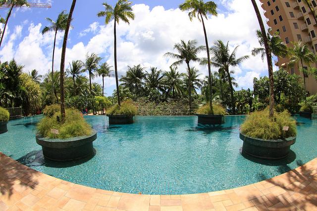 心と懐に優しい南国の過ごし方、グアムの高級ホテルラウンジ