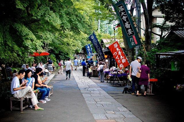 静かに秋を感じる、古寺の旅「東京・深大寺」