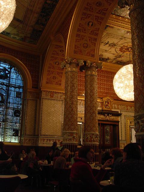 ロンドンで一番芸術的なカフェ「The V&A café」