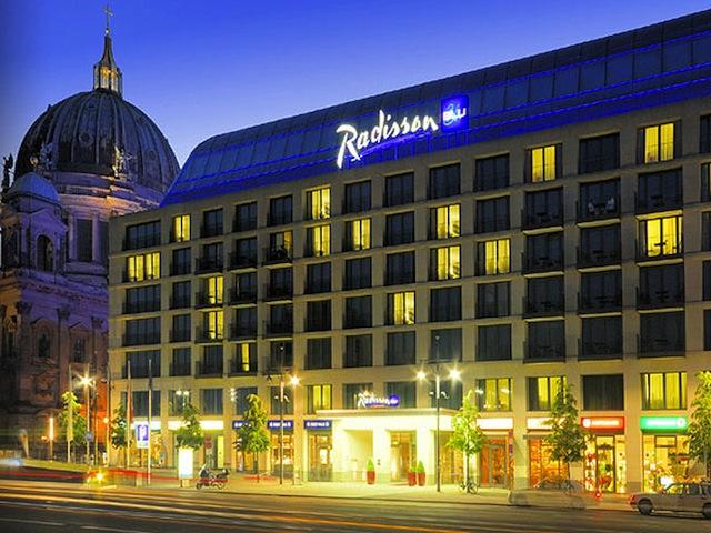 ベルリンにドバイに!巨大水槽とホテルのクールな関係
