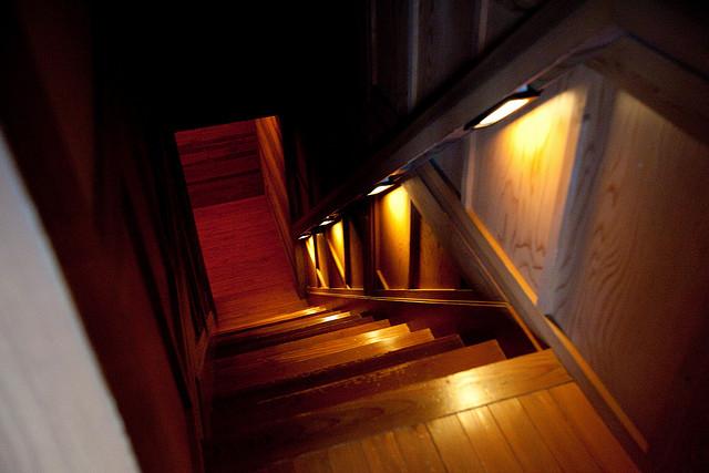 摩訶不思議!天井の穴から「光と空」の天体ショーがみえる宿