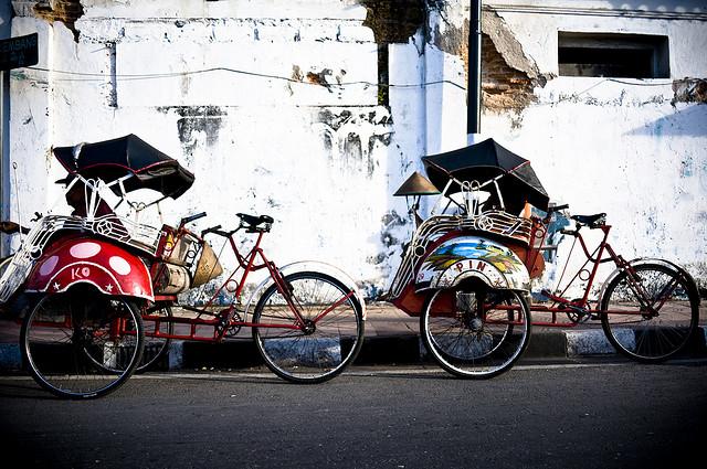 「庶民の足」アジアの面白い乗り物たち