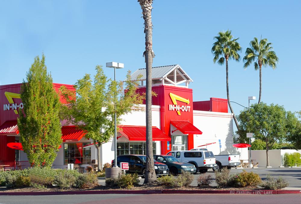 人気の秘密はどこにある?西海岸に行ったら食べたい「絶賛バーガー」とは