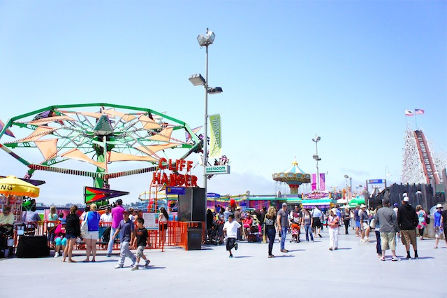 海と遊園地が一体化!「サンタクルーズ・ボードウォーク」