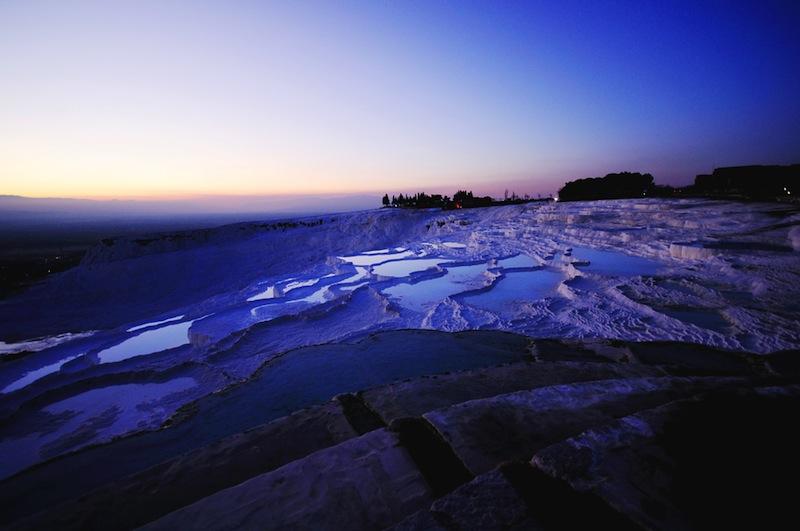 石灰棚の温水に裸足を浸してみたい!トルコの世界遺産「パムッカレ」