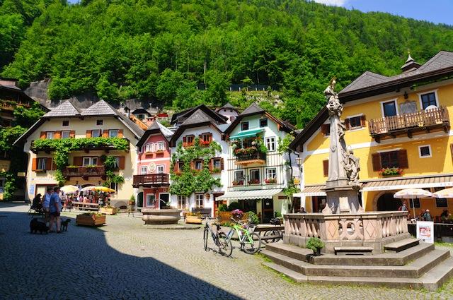 「世界の湖畔で最も美しい」町、オーストリア「ハルシュタット」で癒される