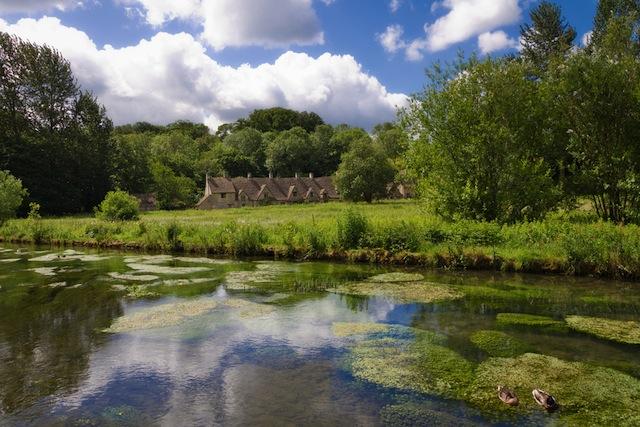 絵本の世界への入り口、英国で最も美しい街「バイブリー」