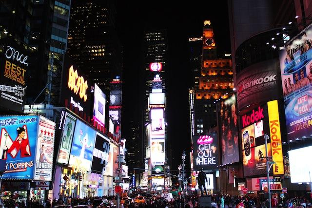 100万人が熱狂するニューヨークのカウントダウン
