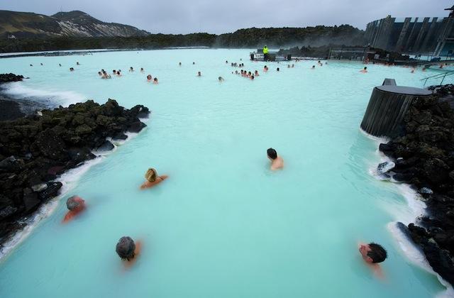 世界最大!アイスランドの露天風呂「ブルーラグーン」
