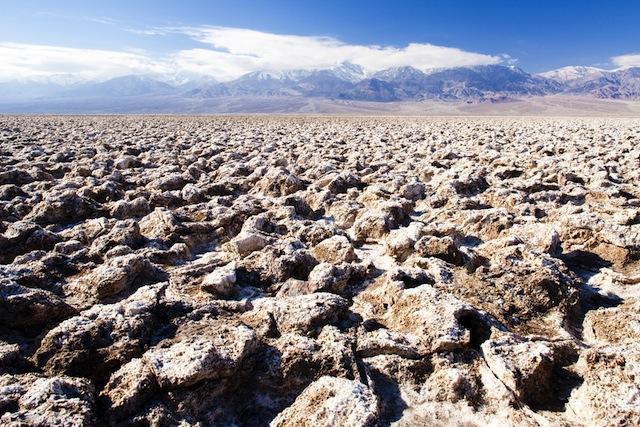 石が動く!?死の谷「デスバレー」に眠る未解明の謎