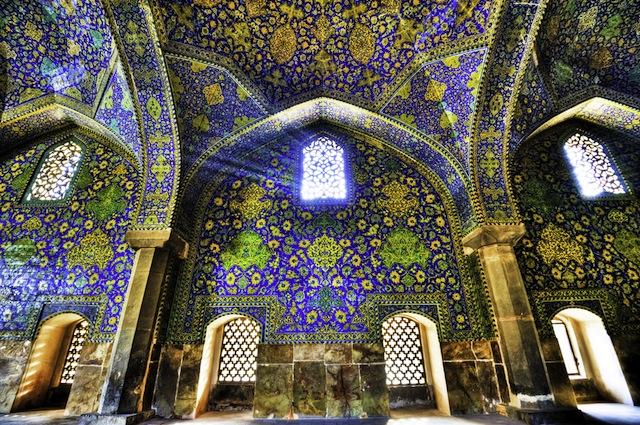 世界の半分がある瑠璃色モスクに宇宙を観る