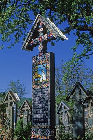 ルーマニアには世界一「陽気な墓」がある