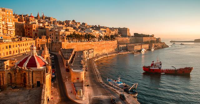 地中海の孤島で暮らすように楽しむ「格安滞在型ホテル」