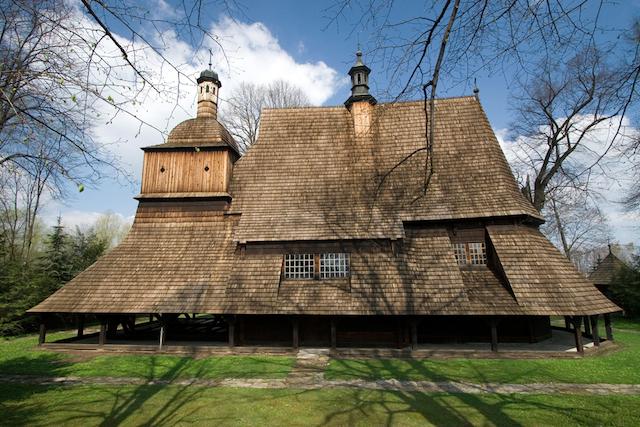 世界の不思議美しい「木造教会」たち
