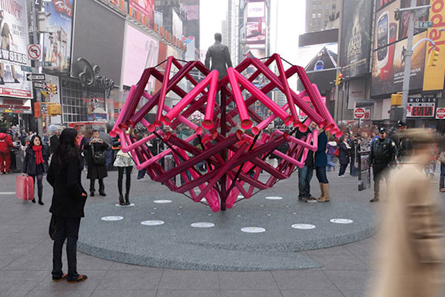 【NYC】タイムズ・スクエアで恒例の「バレンタイン・イベント」