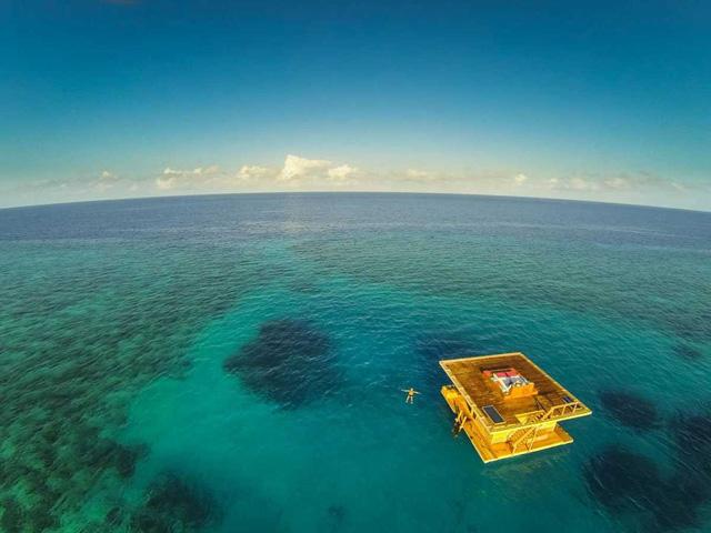 まるで胎内にいるかのように心地よい、海と一体化して泊まれるホテル