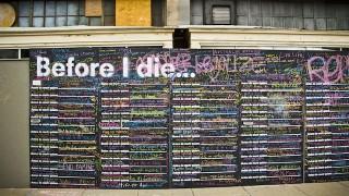 何を書く?世界400ヶ所に設置された「死ぬ前にしたいこと」ボードが話題