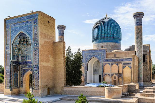 春しか出現しない「青の都」?美しすぎるサマルカンドの青空と建造物たち