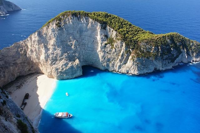 気持ちをリセットしたいときに効く、世界の「青い海絶景」