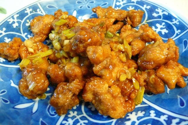 アメリカの中華料理店にしかない、オレンジチキンやセサミチキンって?