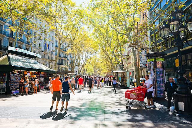 【現地レポート】バルセロナのランブラス通りをそぞろ歩き
