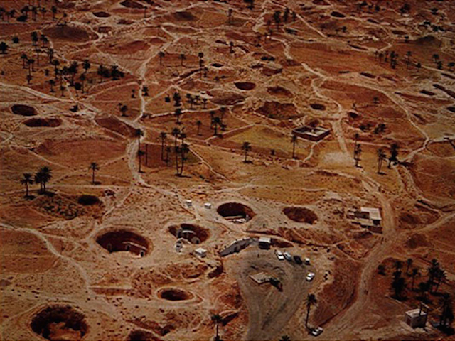 月面クレーターのような不思議住居「マトマタ」