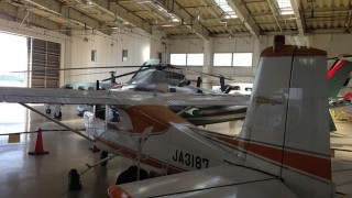 飛び立つプロペラ機を眺めながらお茶できる、旅人気分な「プロペラカフェ」