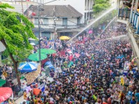 町全体でお清め!思わずはしゃいでしまうタイの水掛祭り