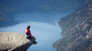 あなたは立つことができるか!?ノルウェーで見つけた絶叫絶景スポット