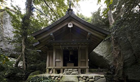 【日本】女人禁制、男性は禊を・・・!女神が支配する「沖ノ島」の謎
