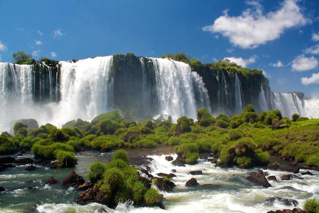 テーブルクロスのようなイグアスの滝