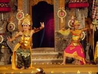 バリ島、数百円でOK!ウブド王宮で開催されるダンス公演へ