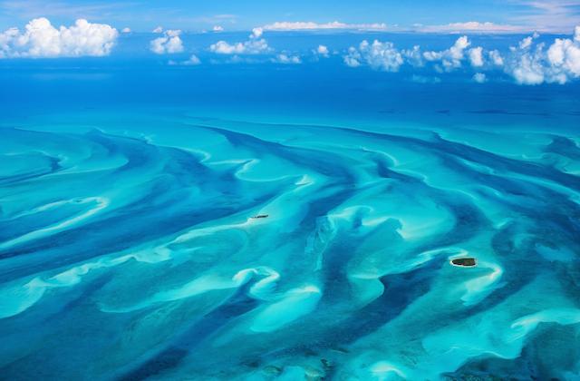 バハマの海が魅せるターコイズブルーの絶景