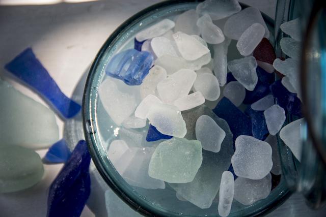 どこで拾えるの?海の宝石「シーグラス」で作る、オシャレなインテリア