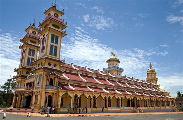 【ベトナム】世界の神様大集合!カラフルすぎる寺院は異空間