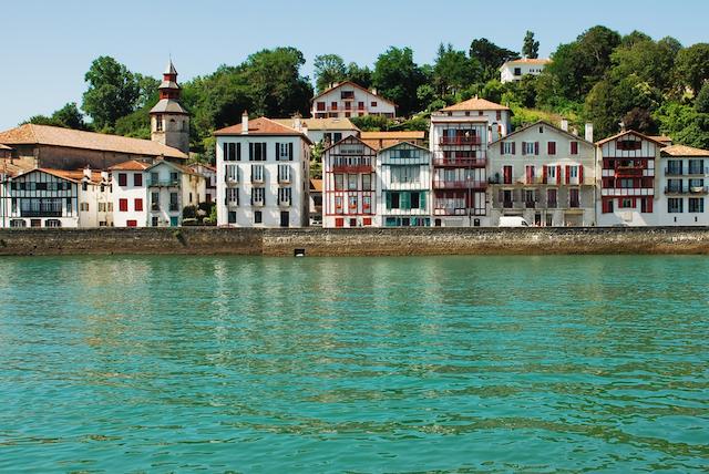 【フランス】村中が唐辛子でいっぱいに! バスク地方の唐辛子フェスティバル