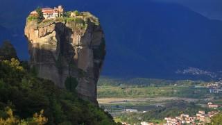 神に近づくため中空に浮く修道院「メテオラ」