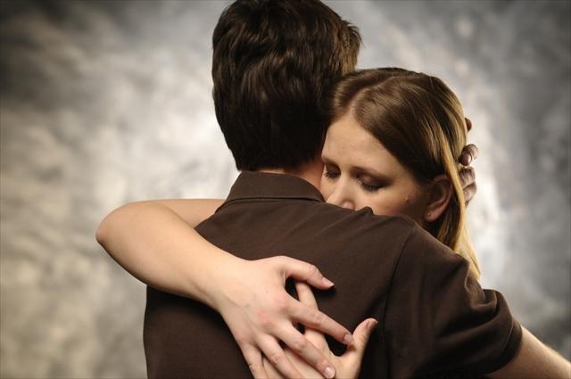 「ハグ」ってスゴイ! 抱擁がもたらす驚きのハッピー効果