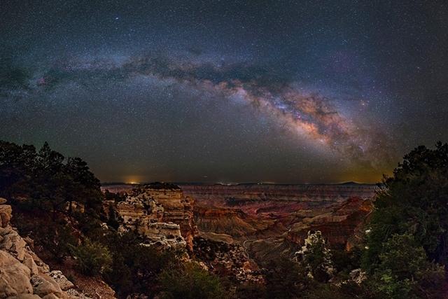 自然が生み出す光の世界】天体写真家が撮影した「天の川」の絶景写真 ...