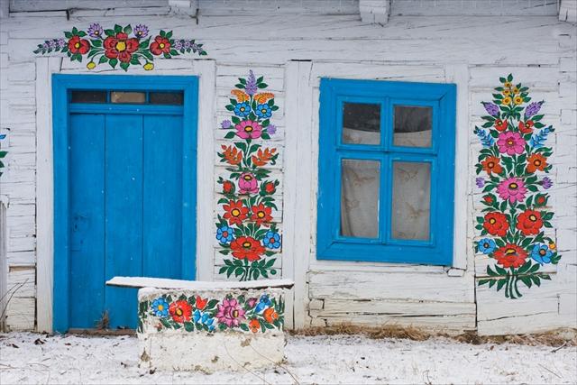 まるで絵本の中の秘密の花園! 世界一花柄が溢れている村「ザリピエ」
