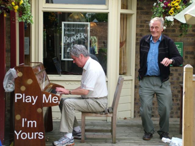 ピアノで世界を繋いだイギリス人アーティストのプロジェクト