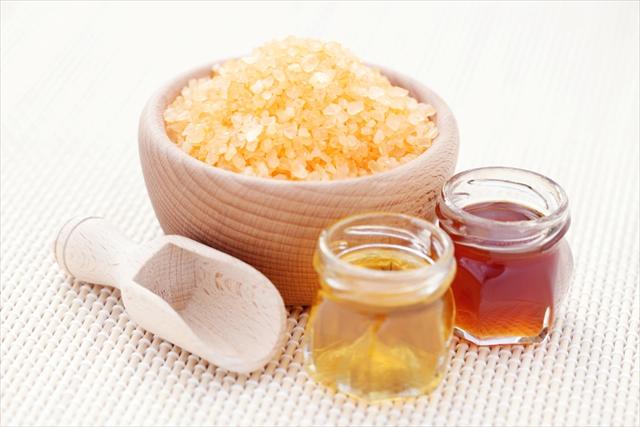 食べてよし、塗ってよし。超乾燥でも潤いを保つハチミツの使い方3つ