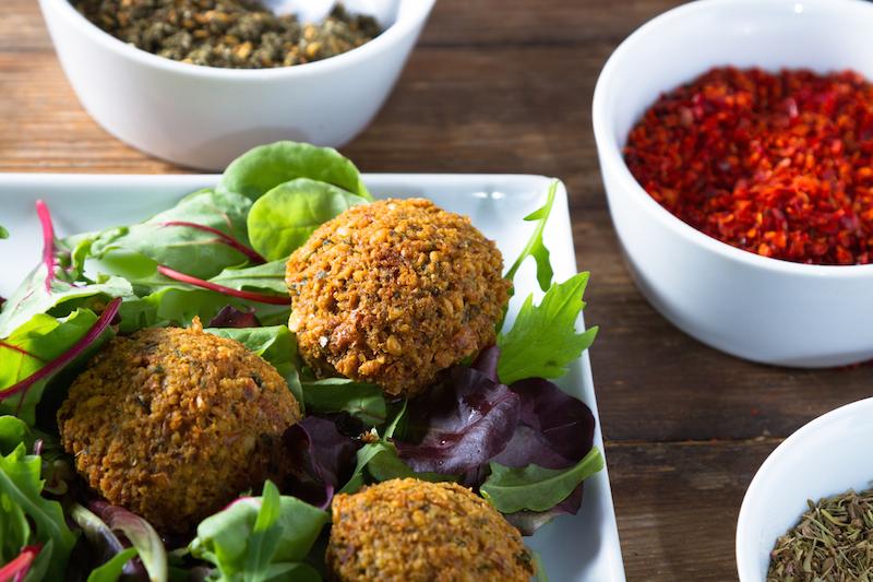 【レシピ】今夜のおつまみにいかが? 揚げ物なのにヘルシーな中東のコロッケ「ファラフェル」