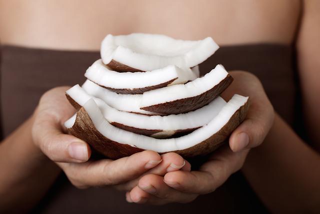 こんな使い方もあったの?】世界のセレブも愛用するココナッツオイルが超便利