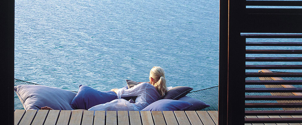 ハネムーンに最適!インドの宝石・水上ヴィラで世界一贅沢なうたた寝を
