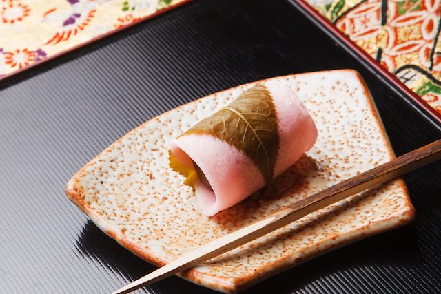 【どちらがお好み?】春と言えば「桜餅」。関東と関西の違いは?