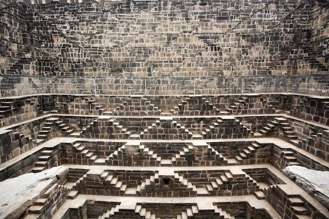 インドの隠れた名所!地下深くに眠る井戸の絶景
