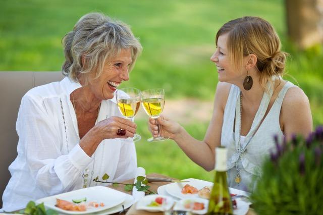 【母の日】母が望むのは物よりハート。感謝の思いを届ける方法と贈り物